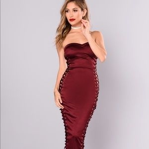 NWT Fashion Nova Stunning Long Lace Side XS Dress